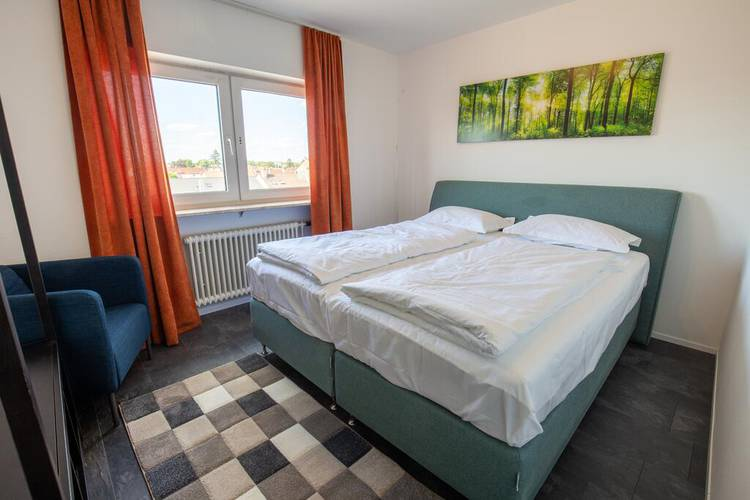 Double room with shared bathroom and kitchen area 24|7 europlatz karlsruhe